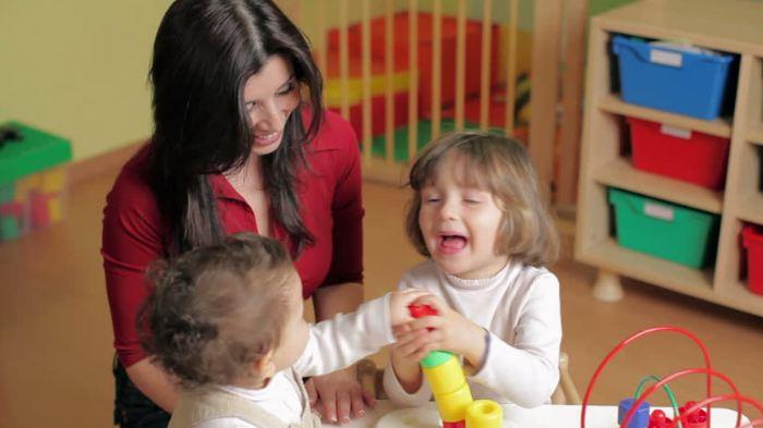 Ý tưởng kinh doanh ít vốn với dịch vụ chăm sóc trẻ
